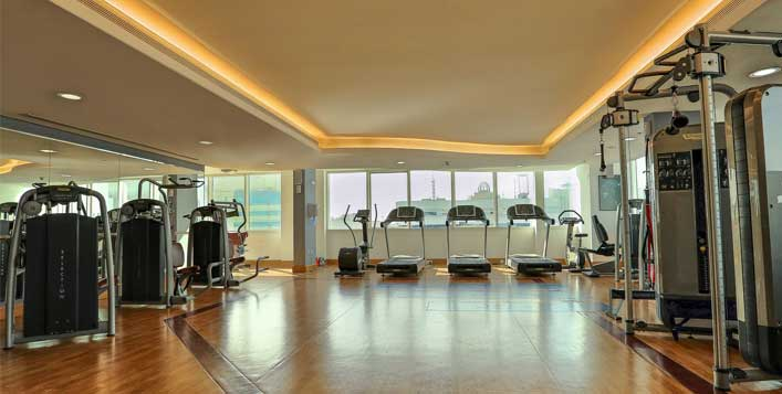 Access to gym, pool, jacuzzi & steam rooms