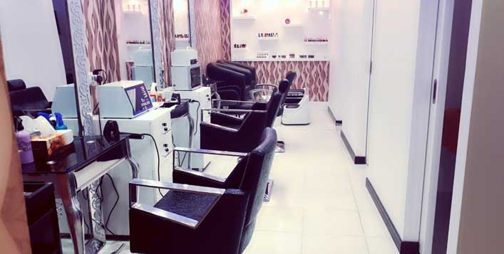 Includes wash, blowdry & classic mani-pedi