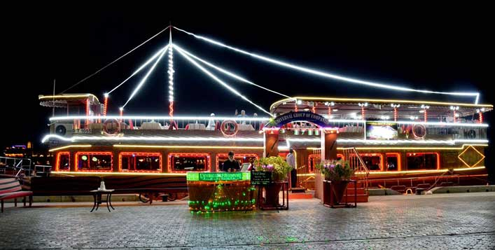 Dubai Creek night views and entertainment
