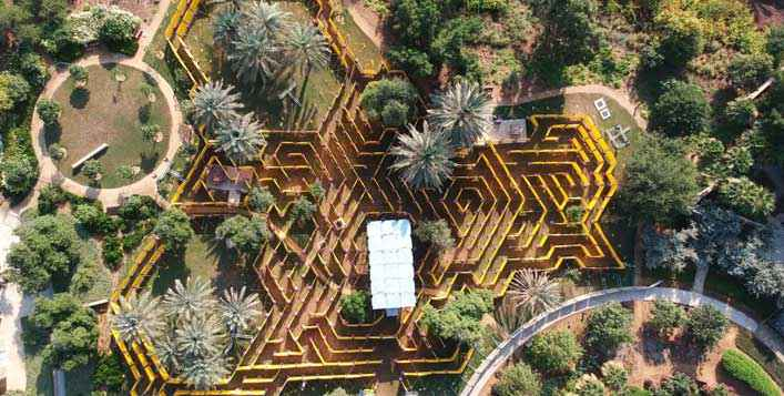 Walkthrough the World's largest mobile maze!